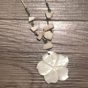 Shimmery flower necklace